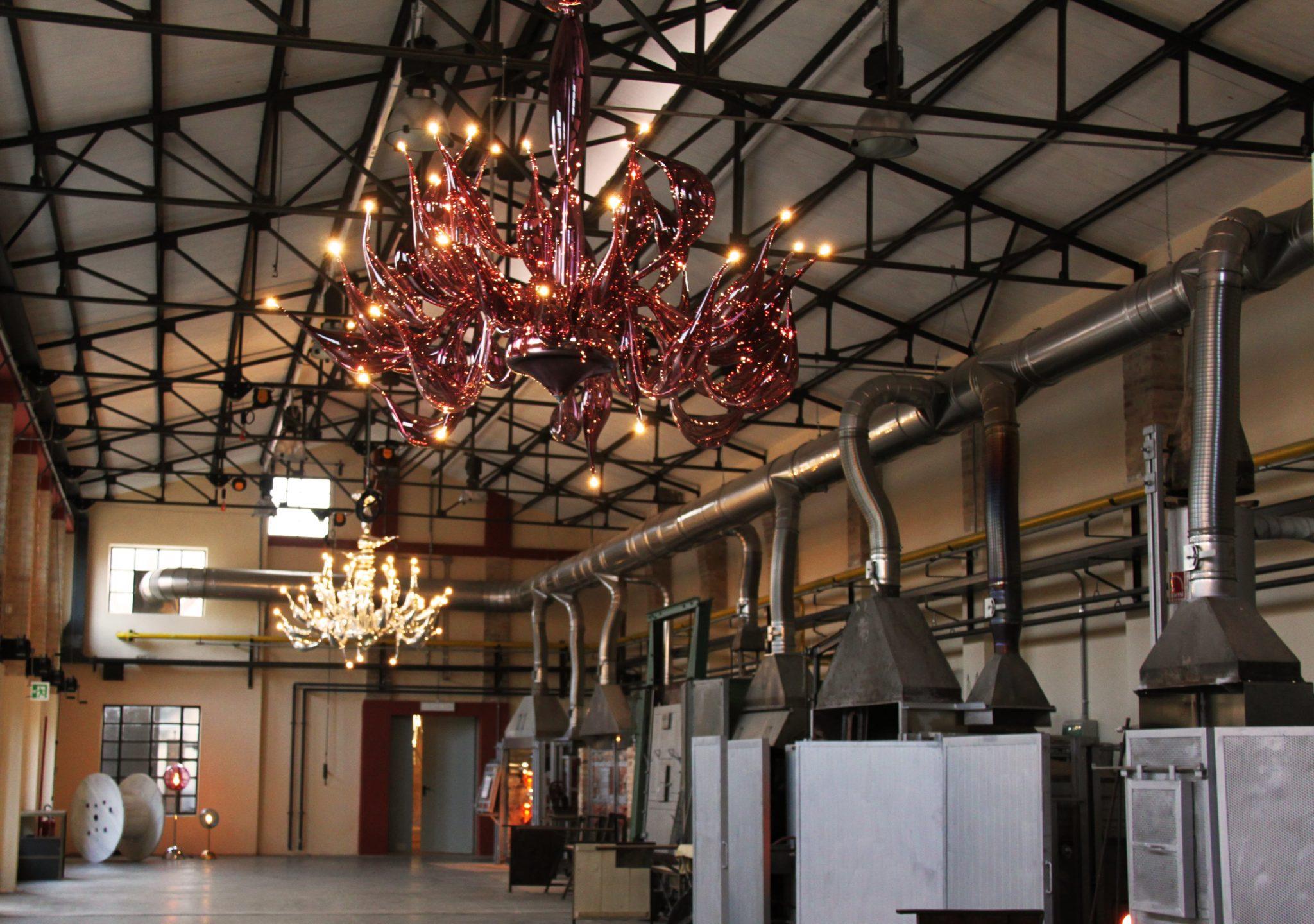 the-venice-glass-week-vetro-artistico-murano-glass-festival-blowing-light