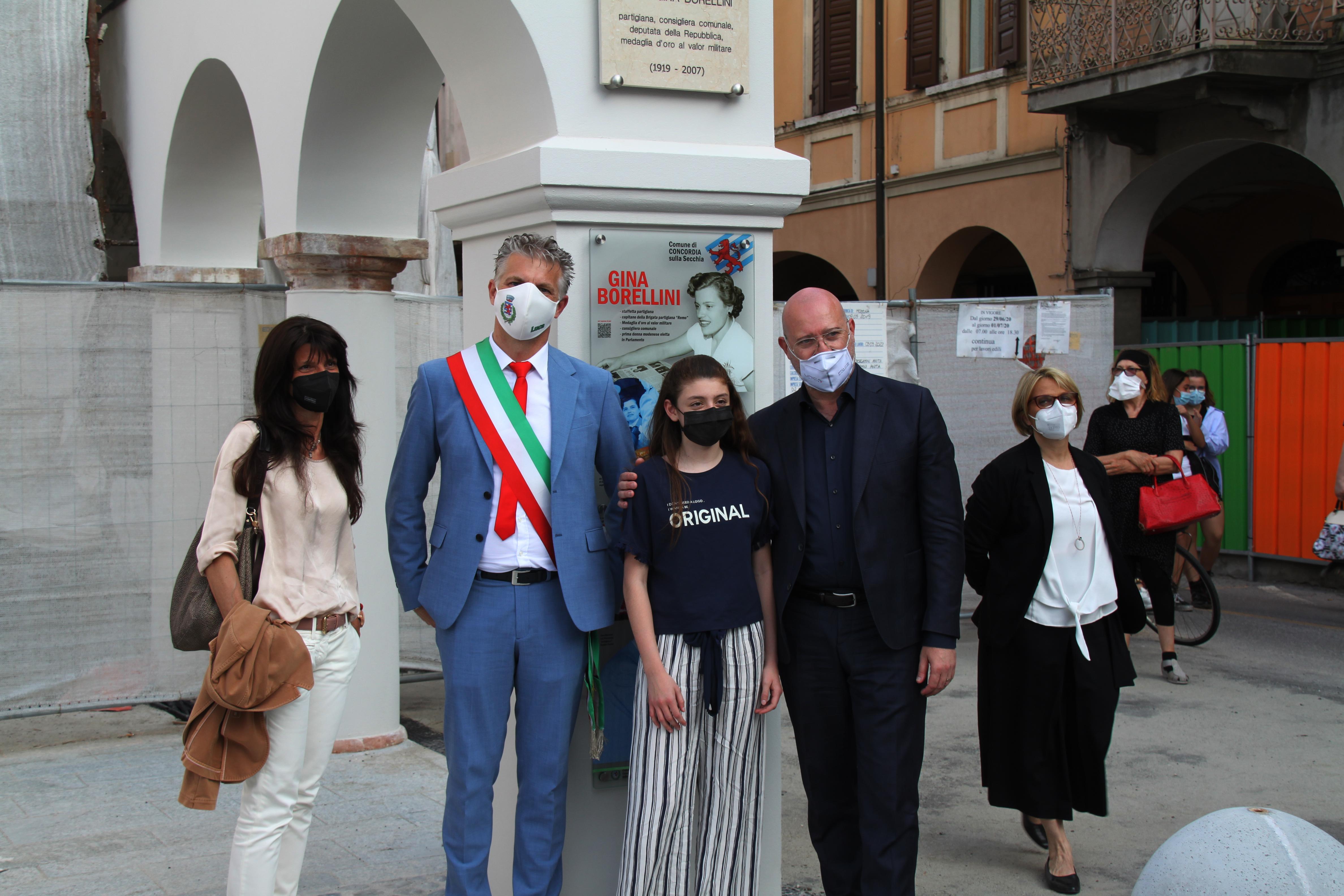 Forme-dacqua_Fontana-nuova-piazza-Gina-Borellini-5