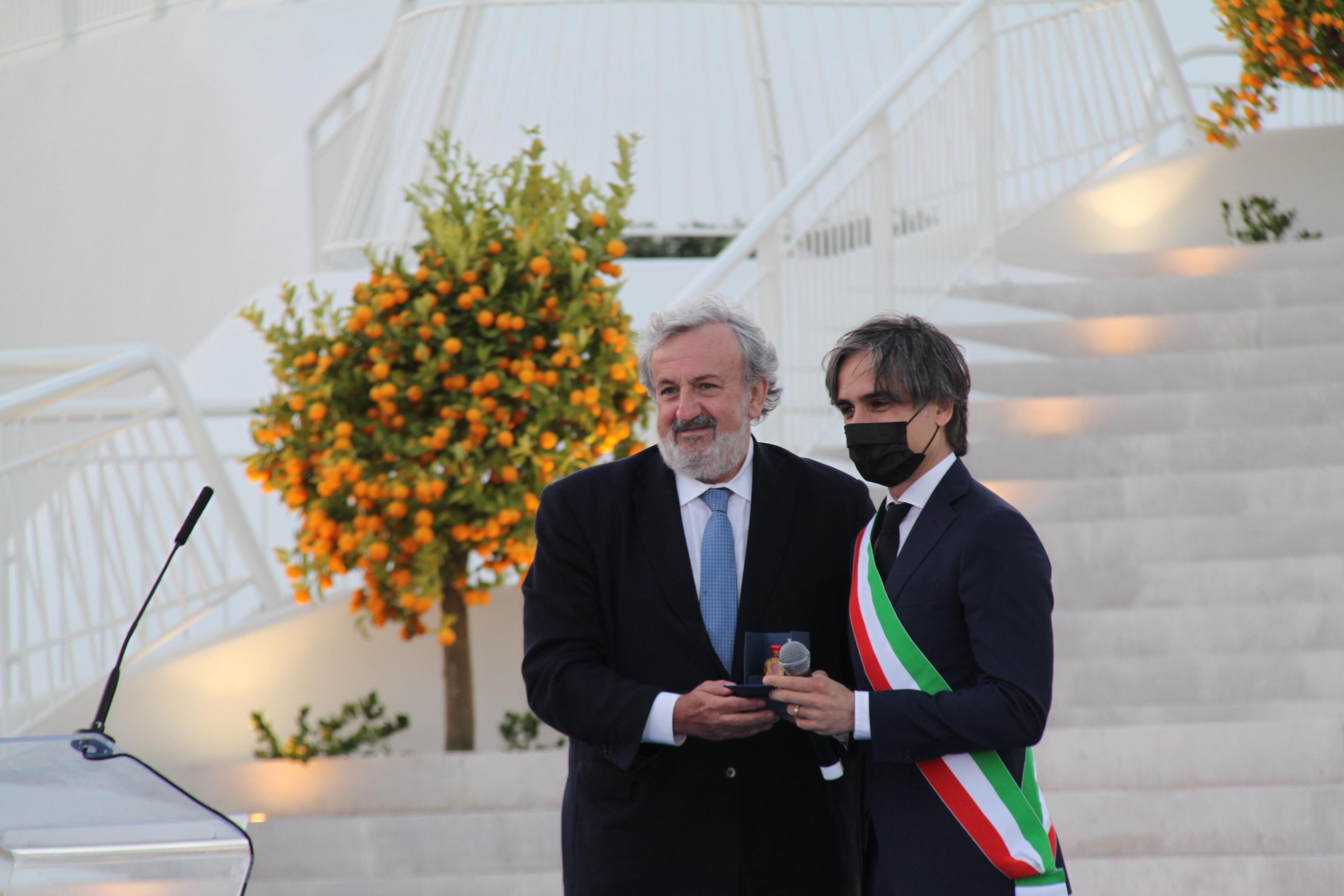 Presidente-Regione-Puglia-Michele-Emiliano-con-Falcomata